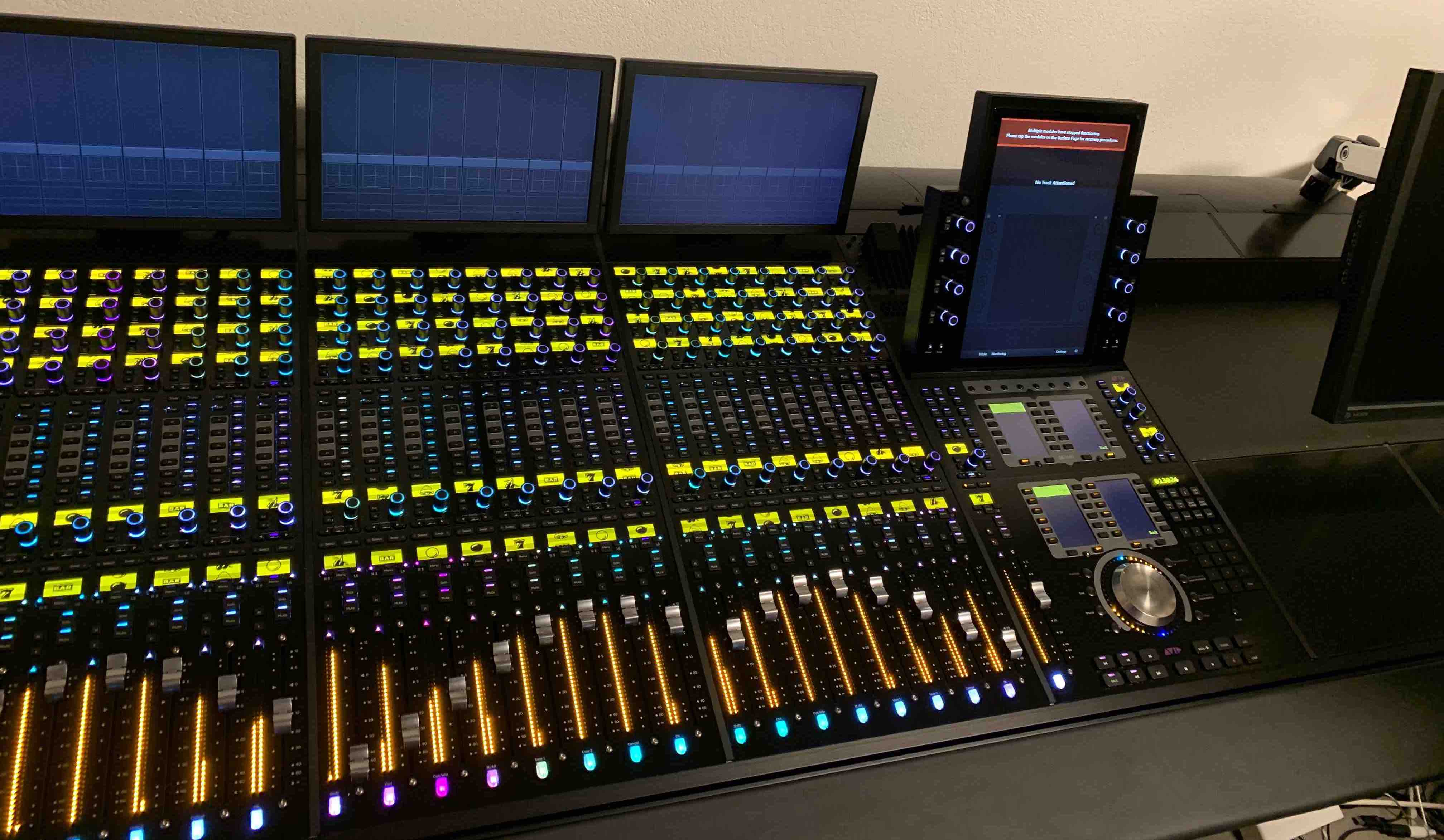 avid s6 m40 for sale 24 fader surface with producer desk and xmon resurface. Black Bedroom Furniture Sets. Home Design Ideas