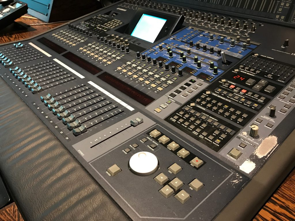 yamaha dm2000 digital mixing console with expansion cards resurface. Black Bedroom Furniture Sets. Home Design Ideas